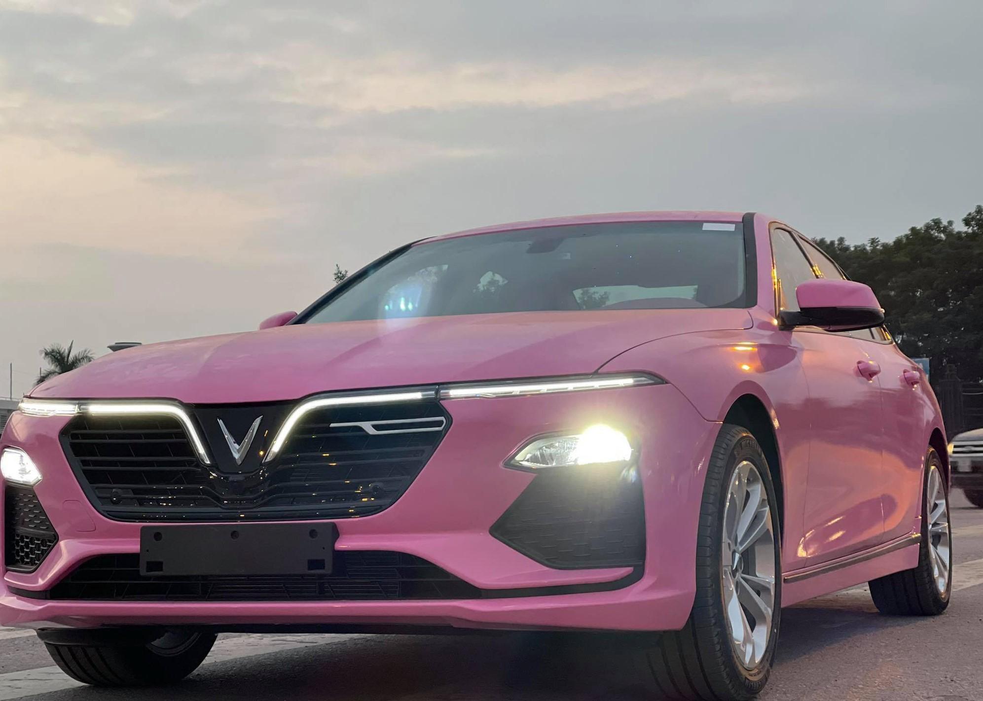 Xe Vinfast màu hồng