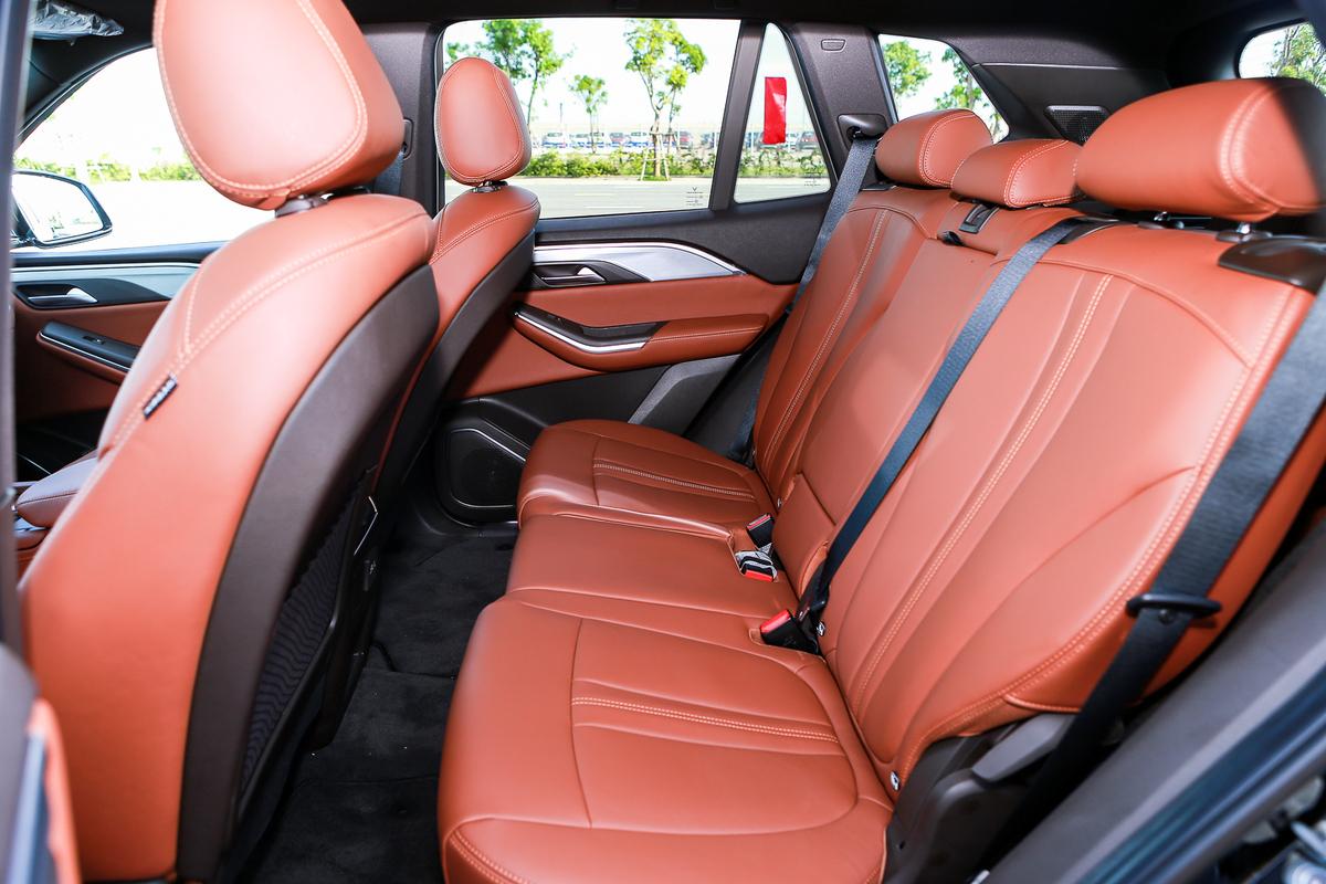 Hàng ghế thứ 2 trên VinFast Lux SA2.0